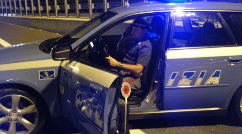 polizia ps 113 polizia stradale sera notte controllo posto di blocco