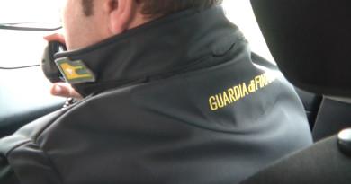 guardia di finanza gdf 117 fiamme gialle generica auto