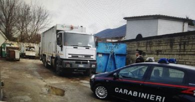 carabinieri cc 112 camion immondizia rifiuti autocompattatore