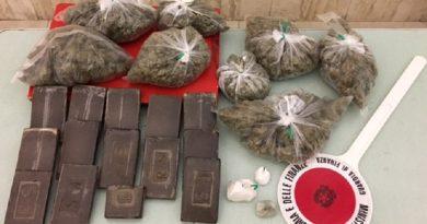 guardia di finanza gdf 117 fiamme gialle hashish marijuana cocaina crack