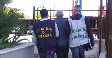 guardia di finanza gdf 117 fiamme gialle arresto