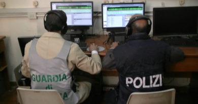 guardia di finanza gdf 117 fiamme gialle polizia ps 113 sala intercettazione