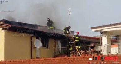 aversa via pelliccia mansarda vigili del fuoco vvff pompieri (3)