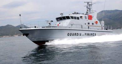 Guardia di Finanza gdf 117 fiamme gialle motovedetta