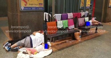 aversa famiglia senzatetto stazione