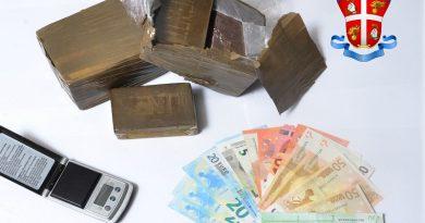 carabinieri cc 112 hashish droga stupefacenti hashish soldi