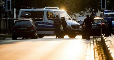 epa05444149 Police officers participate in an operation in Hildesheim, Germany, 27 July 2016. The Police raided the rooms of the Mosque 'Deutschsprachiger Islamkreis Hildesheim e.V.' (DIK) as well as the apartments of eight board members of the organization. According to the Lower Saxony Interior Ministry, the DIK in Hildesheim is considered a nationwide hotspot for the radical salafists.  EPA/JULIAN STRATENSCHULTE