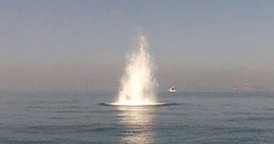 Mina tedesca trovata e fatta brillare in mare a Pozzuoli
