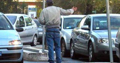 Parcheggiatori abusivi, la Municipale applica 2 daspo