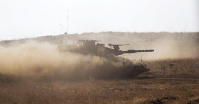 epa05465439 Israeli Merkava tanks from the armored corps during a training  exercise with live ammunition in the center of the Golan Heights, near the Israel border with Syria, 08 August 2016. The training is part of the Israeli army annual training in the Golan Heights.  EPA/ATEF SAFADI