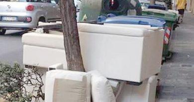 divano rifiuti ingrombranti