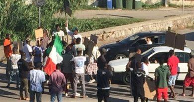 Blocco stradale migranti