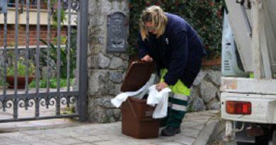 raccolta rifiuti camion immondizia operatore