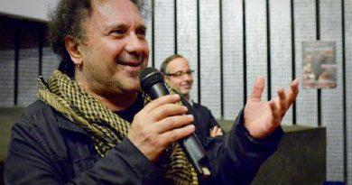 Enzo Avitabile alla presentazione al Modernissimo di  Napoli del film  'Enzo Avitabile - Music Life' diretto dal premio oscar Jonathan  Demme, 14 novembre 2013. ANSA / CIRO FUSCO