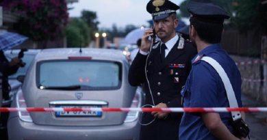 Un cadavere di un uomo, ucciso a colpi d'arma da fuoco, è stato trovato in via Carrafiello, nella zona di Varcaturo di Giugliano in Campania (Napoli). Il corpo senza vita dell'uomo è stato trovato all'interno di una vettura, una Lancia Y. Sono in corso indagini da parte della Compagnia di Giugliano. Napoli, 7 settembre 2016. ANSA/CESARE ABBATE
