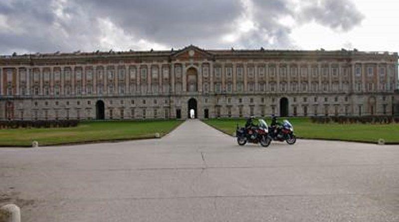 caserta-carabinieri-cc-112-motocicletta-reggia