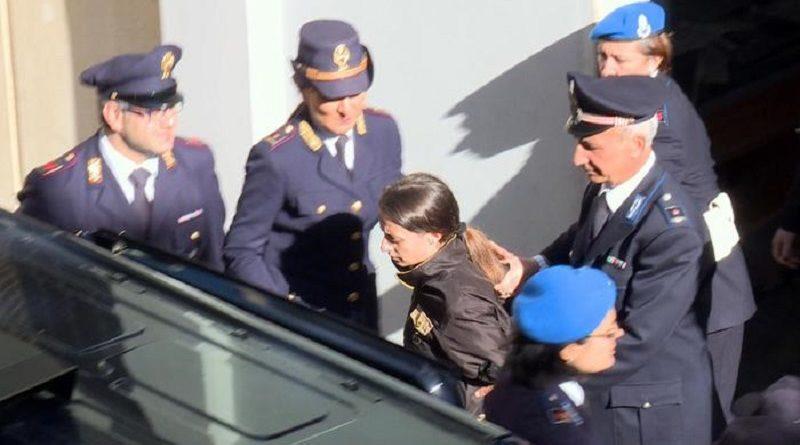 Veronica Panarello lascia il palazzo di giustizia di Ragusa, 20 Novembre 2015. ANSA/ DOMENICO TROVATO