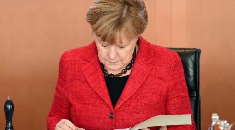 epa05623909 German Chancellor Angela Merkel reads at the weekly federal cabinet meeting in Berlin,Germany, 09 November 2016.  EPA/BRITTA PEDERSEN