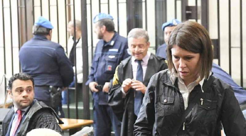 Mimma Guadagno, la mamma di Fortuna Loffredo, la bambina precipitata da un balcone dopo aver subito violenze sessuali a Caivano, Napoli, 8 novembre 2016. ANSA / CIRO FUSCO