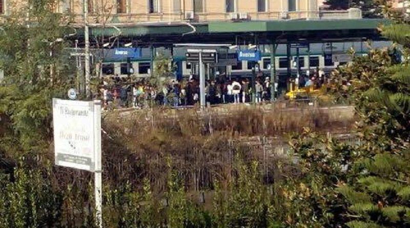 aversa-stazione-studenti-protesta