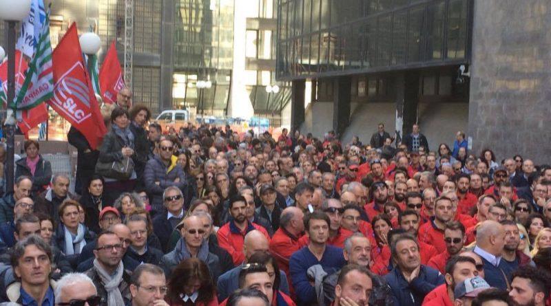 NAPOLI Continua la lotta dei lavoratori TIM. Solidarietà dalla Grecia