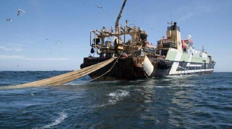 La Helen Mary peschereccio di 115 metri che per dimensioni e tecniche di pesca e' tra i piu'distruttivi in circolazione, Roma, 4 Novembre 2014. ANSA/ UFFICIO STAMPA/ GREENEPEACE   ++ NO SALES EDITORIAL USE ONLY ++