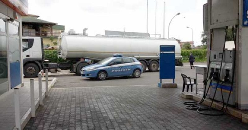 polizia-ps-113-distributore-benzina