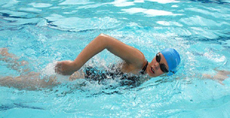 ragazza-che-nuota1