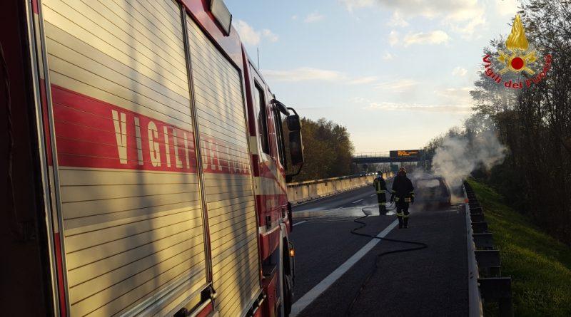 vigili-del-fuoco-vvff-115-pompieri-auto-fiamme-1