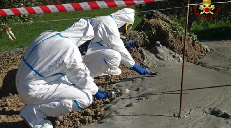 Firefighters of the NBCR Nucleus (department for work on hazardous substances conventional and unconventional) analyze a muddy material escaped after the earthquake in Fermo's area, 02 November 2016.   ANSA / Firefighters press office   +++  ANSA PROVIDES ACCESS TO THIS HANDOUT PHOTO TO BE USED SOLELY TO ILLUSTRATE NEWS REPORTING OR COMMENTARY ON THE FACTS OR EVENTS DEPICTED IN THIS IMAGE; NO ARCHIVING; NO LICENSING  +++