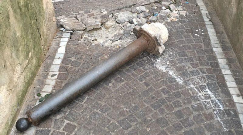 (FOTO) Aversa. Segnalazione del cittadino: degrado nella Villa Comunale