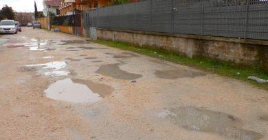 """Gricignano. La protesta di via Einaudi, i residenti: """"Tante promesse, nessuna risoluzione"""""""