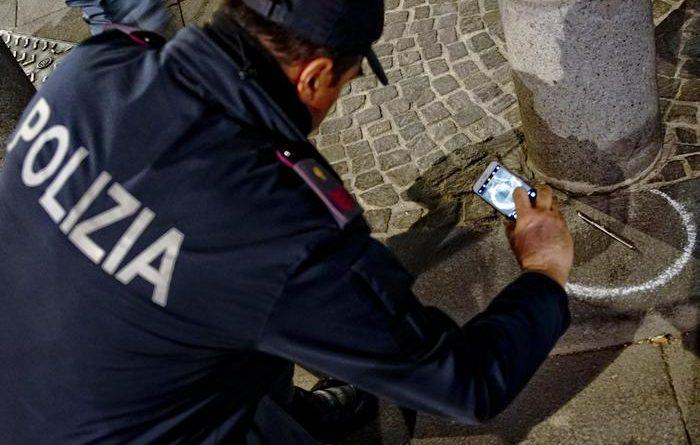 Uomo ferito gravemente a Napoli da una penna pistola raccolta in strada