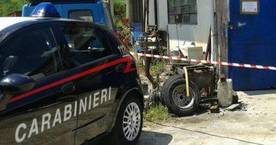 Gestiva un'officina abusiva: pensionato denunciato dai Carabinieri