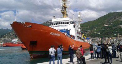 Salerno. Sbarcati 1004 migranti, tra di loro vi sono donne e minori non accompagnati