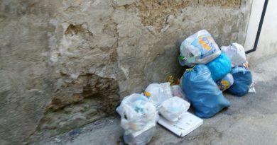Aversa. Segnalazione del cittadino: rifiuti in Corso Bersaglieri