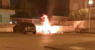 Aversa, moto in fiamme in via Cilea