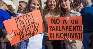 Napoli. 'No al Rosatellum', presidio di demA davanti la Prefettura